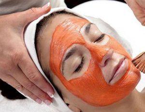 Đắp mặt nạ dầu gấc giúp giảm nám & tàn nhang hiệu quả cho phụ nữ sau sinh
