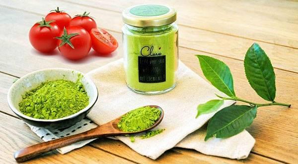 Kết hợp cà chua & trà xanh để đắp mặt, chị em sẽ thấy hiệu quả trị mụn rõ rệt