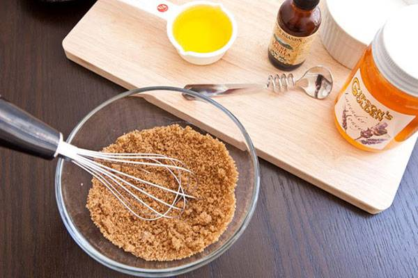 Mặt nạ cà chua đường nâu giúp tẩy da chết hiệu quả
