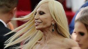 Nhà thiết kế Donatella Versace với khuôn mặt biến dạng vì lạm dụng phẫu thuật thẩm mỹ