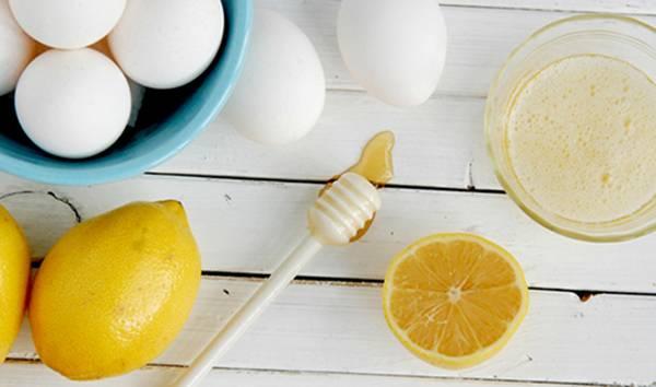 Thu nhỏ lỗ chân lông trên mặt bằng lòng trắng trứng và chanh
