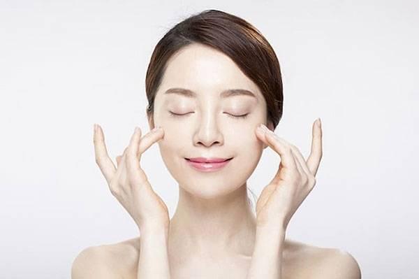 Massage mặt có tác dụng gì? Massage giúp tăng tuần hoàn máu giúp da dễ thẩm thấu dưỡng chất