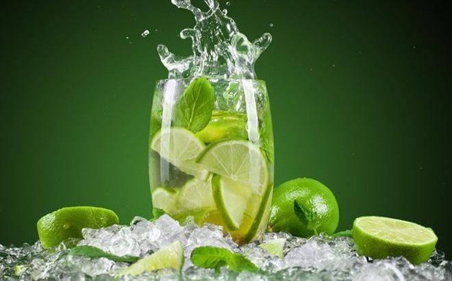 Một cốc nước chanh ấm cho buổi sáng sớm sảng khoái tinh thần.