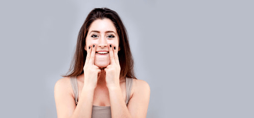 Tập luyện Yoga giảm mỡ mặt và cổ