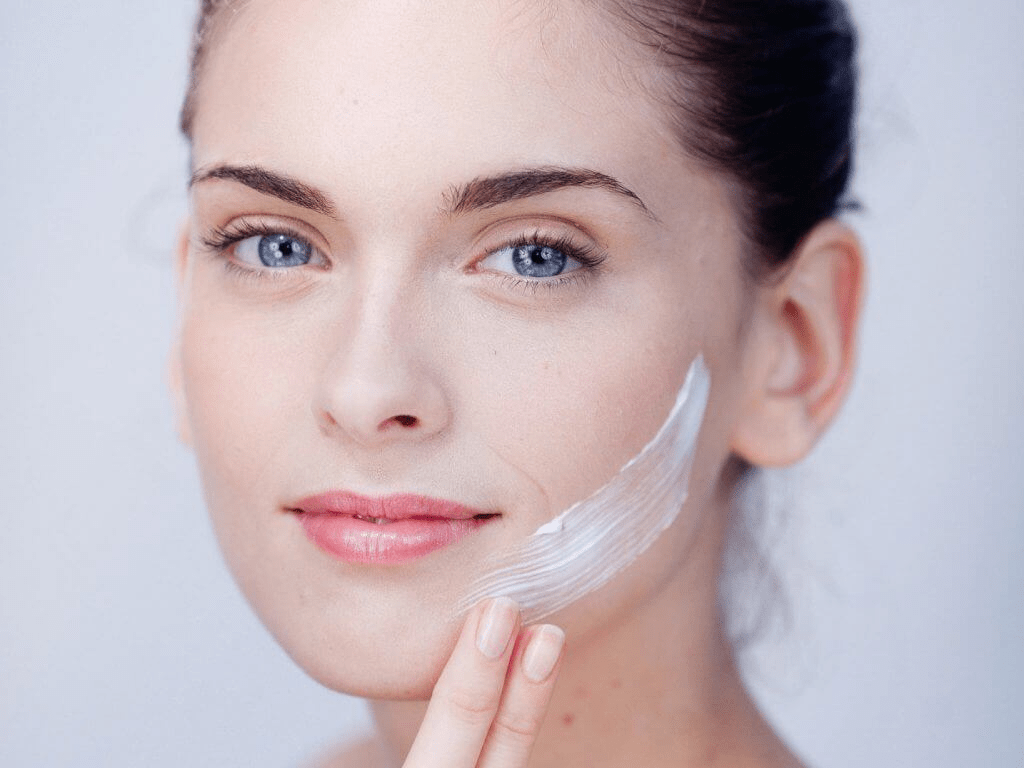 Sử dụng các loại kem tan mỡ giúp giảm mỡ mặt và cổ hiệu quả