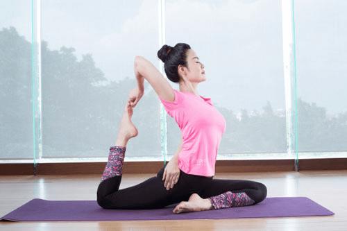 Cách làm tan mỡ đùi với bài tập Yoga