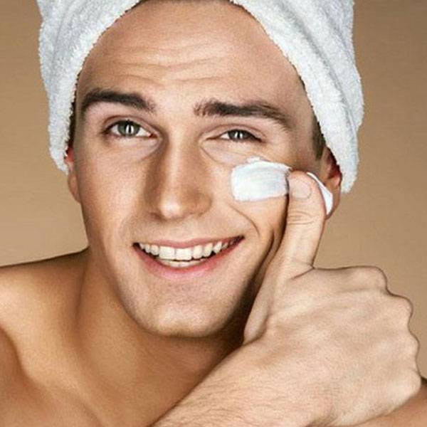 Chăm sóc da cho nam với kem dưỡng ẩm là một bước cũng rất cần thiết