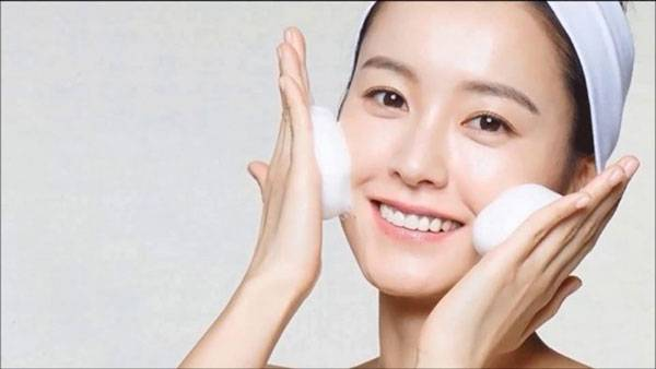 Lựa chọn sữa rửa mặt dịu nhẹ cho da