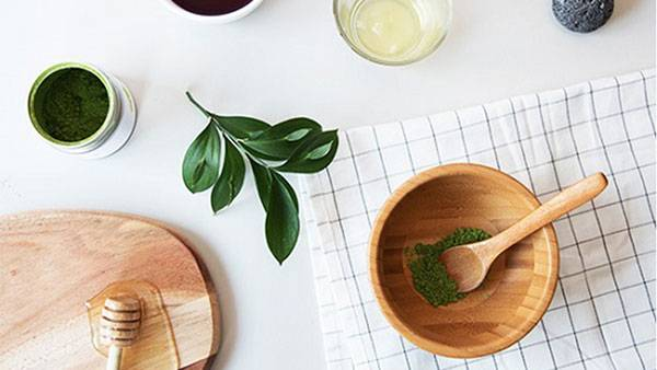 Tẩy da chết bằng bột trà xanh & dầu dừa
