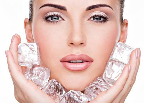 Chườm đá lạnh giúp giảm mỡ mặt