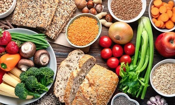 Chế độ ăn uống lành mạnh giúp làn da được thanh lọc, giảm chảy xệ da mặt