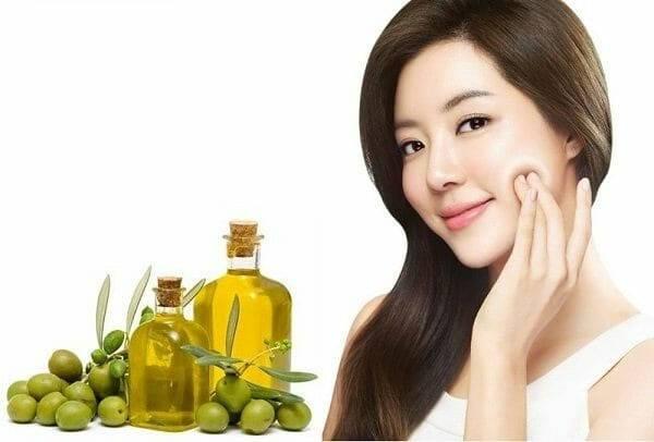 Da mặt nhăn nheo chảy xệ hãy thường xuyên massage bằng dầu oliu