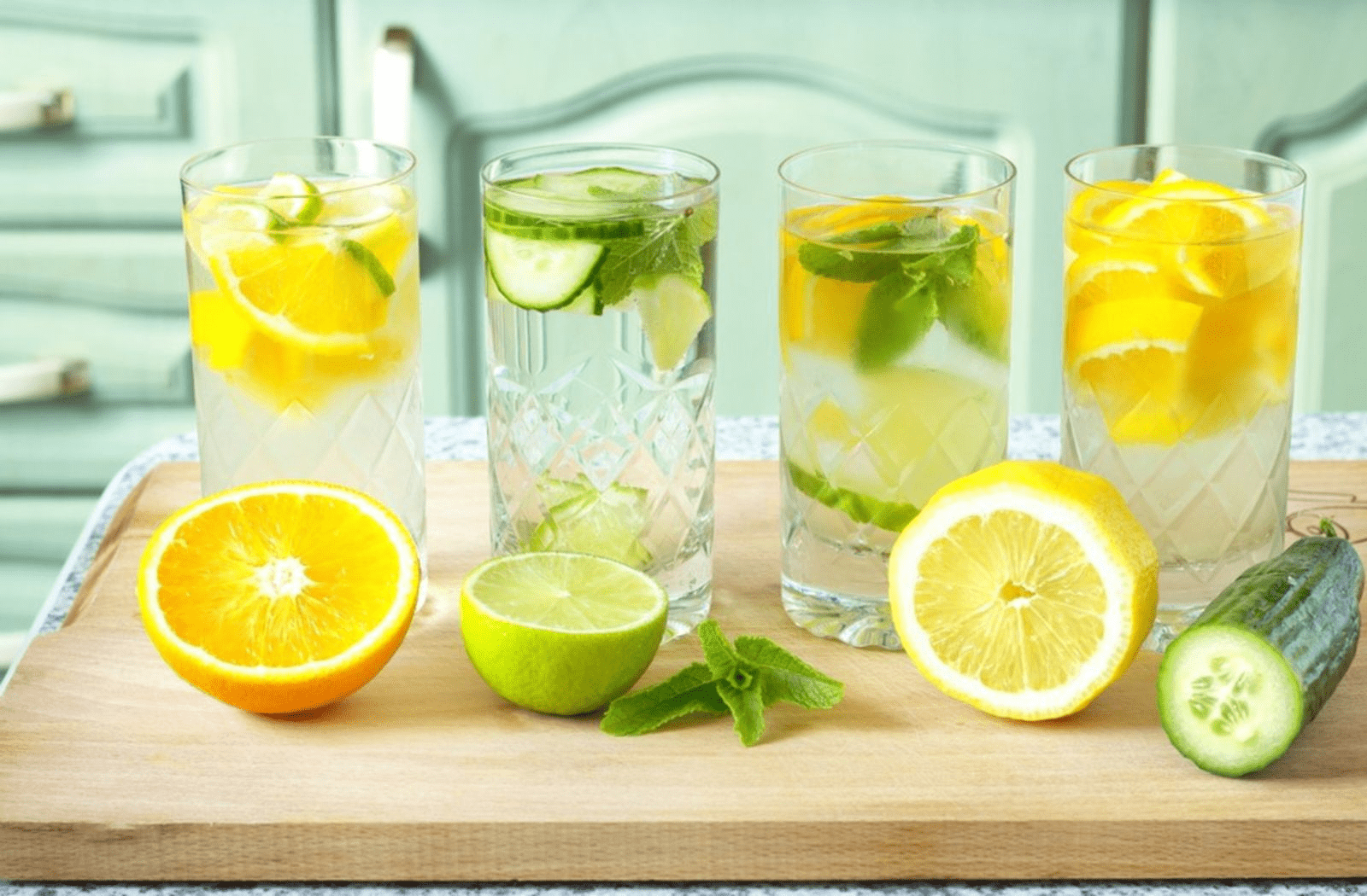 Sử dụng nước ép hoặc các loại detox hoa quả tốt hơn các đồ uống đóng hộp
