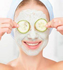Thường xuyên đắp mặt nạ tự nhiên để bảo vệ vùng da quanh mắt