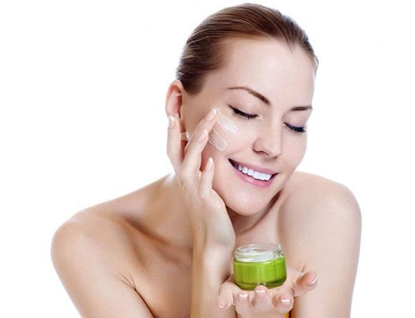 Không bôi kem dưỡng da trước khi thực hiện xông mặt
