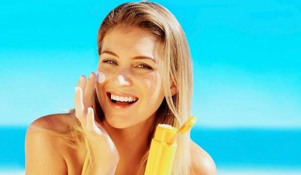 Bôi kem chống nắng bảo vệ da khỏi các tác hại xấu