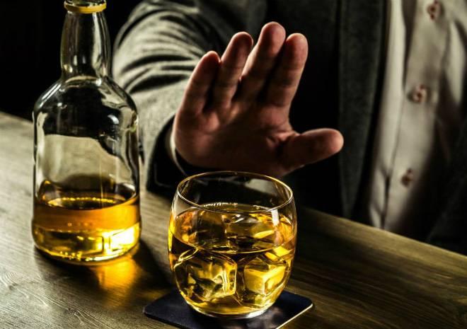 Hạn chế uống rượu bia trong thực đơn hàng ngày nếu muốn giảm cân hiệu quả