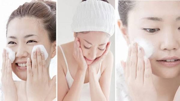 Tẩy trang và làm sạch da là bước chăm sóc da mùa hè cơ bản