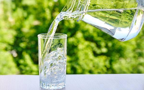 Nước giúp hỗ trợ sự cân bằng dịch trong cơ thể nuôi dưỡng làn da khỏe mạnh