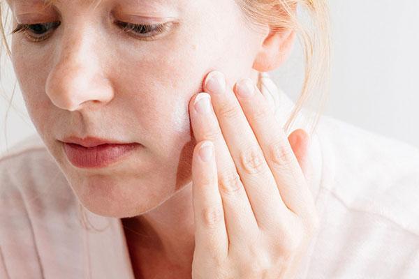 Da mặt khô là biểu hiện của việc thiếu nước