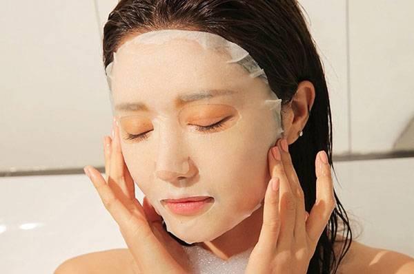 Đắp mặt nạ thường xuyên là cách chăm sóc da mặt khô hiệu quả