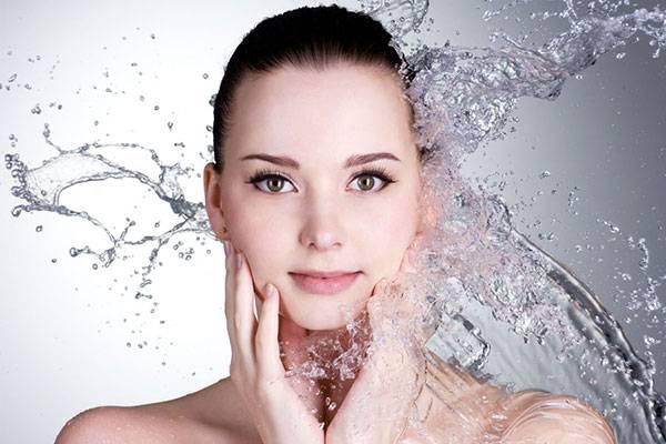 Rửa mặt sạch sẽ để da luôn khô thoáng