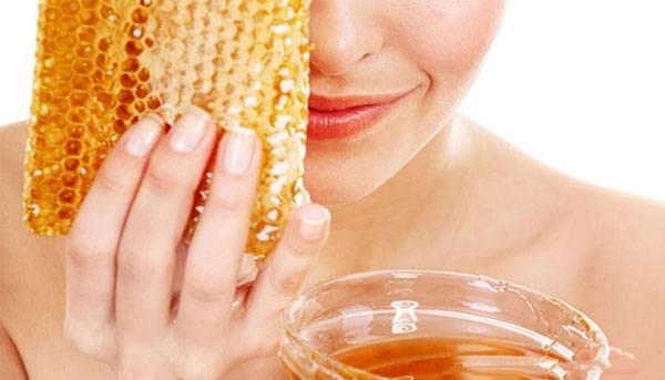 Chăm sóc da mặt bị mụn với mật ong