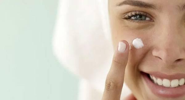 Dưỡng ẩm để hạn chế các tổn thương trên da