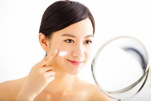 Cách dùng kem dưỡng ẩm cho da khô