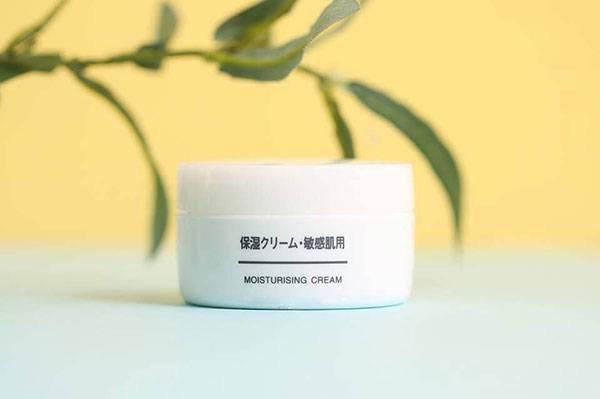 Da mặt khô dùng kem dưỡng gì? Kem dưỡng ẩm Muji Moisturising