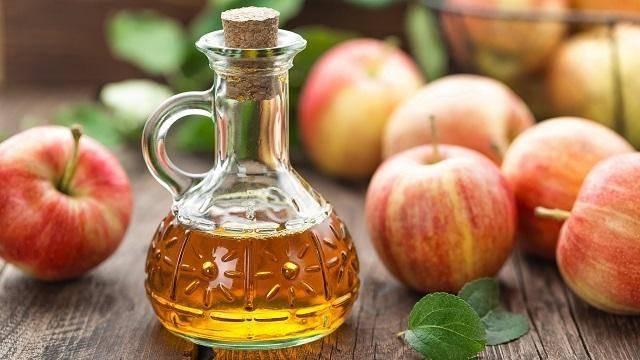 Giấm táo là một trong những giải pháp trị đồi mồi được nhiều chị em yêu thích