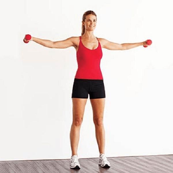 Nâng cánh tay với tạ giảm mỡ bắp tay hiệu quả