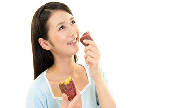 Duy trì thói quen ăn khoai lang 1-2 lần/tuần để cải thiện thị lực và chống lão hóa da vùng mắt