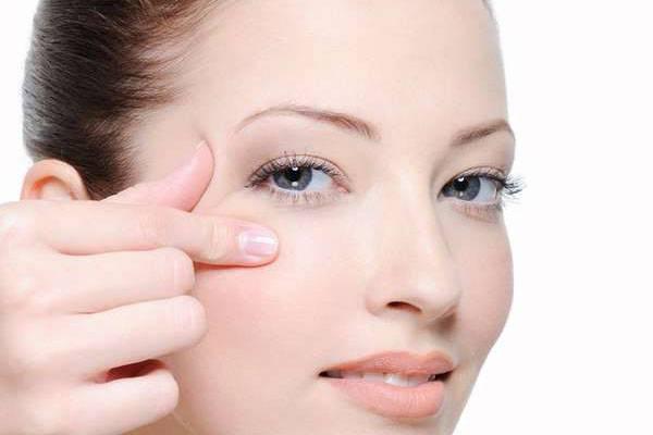 Hỏi đáp cùng chuyên gia: Căng da mặt có hại không?